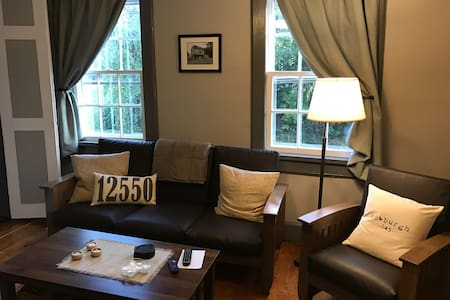 #2, Quaint Private Apartment in Historic Building