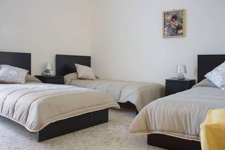 Villa Elena stanza letti singoli per 3 persone