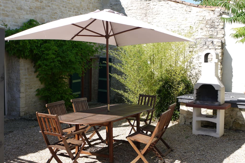 Rear courtyard and BBQ area