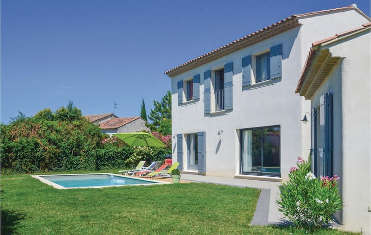 Holiday cottage with 3 bedrooms on 130m² in Mollegès