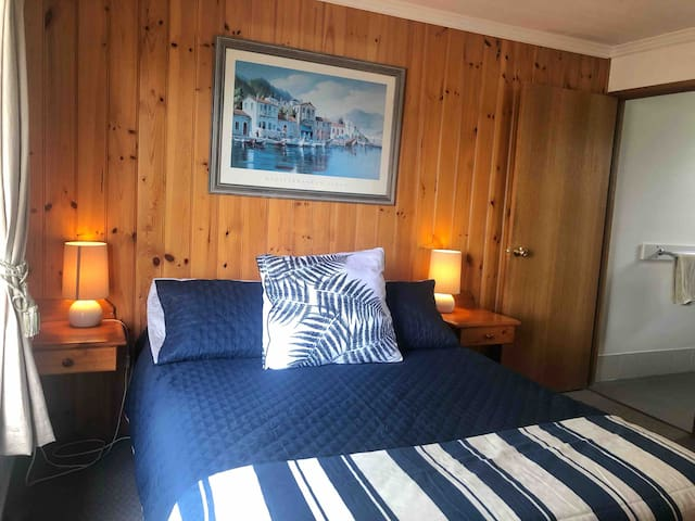 Main bedroom with queen bed and en-suite, all linen is included for your stay.