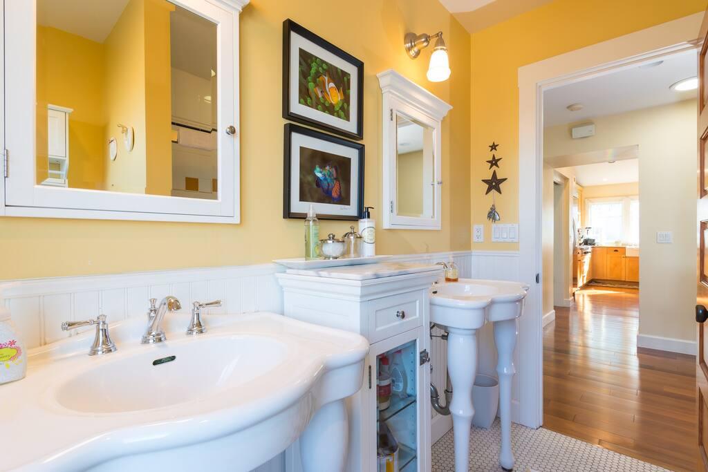 Full bath, double sinks