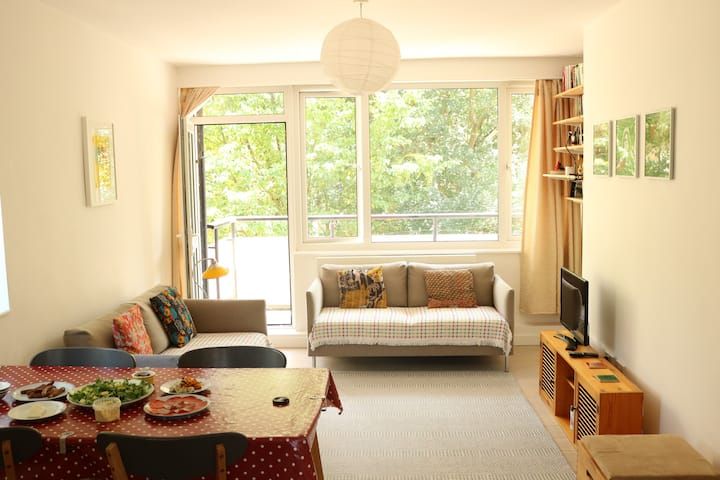A modern flat near Central London