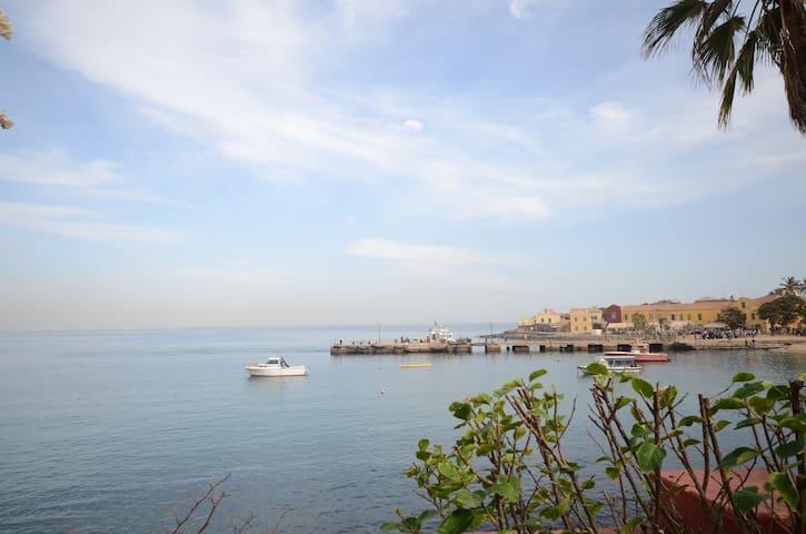 Chambre vue sur mer dans maison exceptionnelle - Dakar - Bed & Breakfast