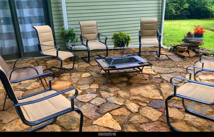 Rustic Ozark Mtn Retreat H♥ttub Firepit Patio-B