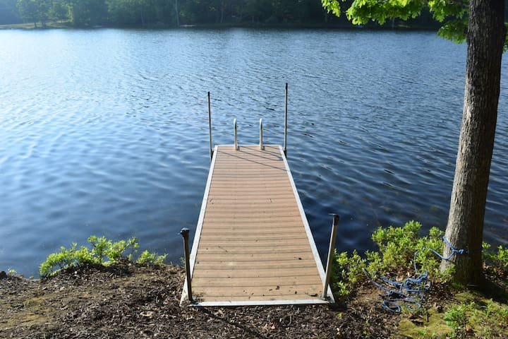 Weekly/Monthly available CLEAN Lakefront, new deck