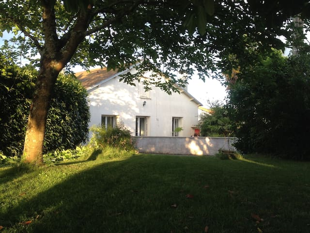 Chambre calme proche Futuroscope et Poitiers - Sèvres-Anxaumont - Casa