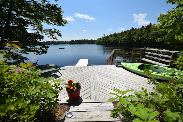 Beautiful Cottage, lakefront, 62 acres,  sauna
