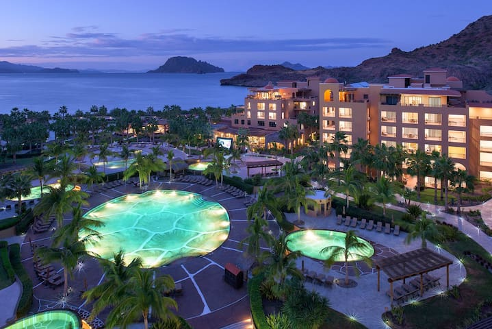 Villa de Palmar Resort at the Islands of Loreto