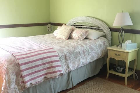 Charming Guest Room and Gourmet Breakfast