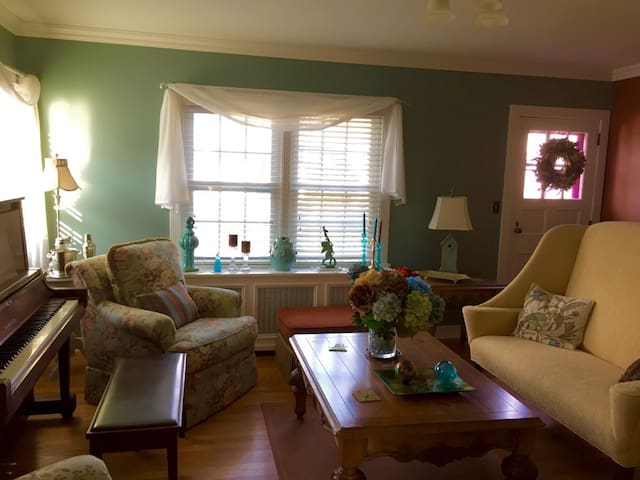 New to Airbnb! Beautiful home -Red Hook Village