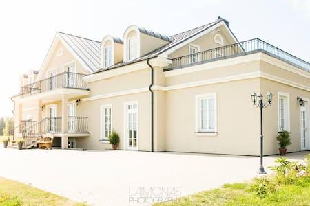 """Villa """"Provansalis"""" - Paberžė"""