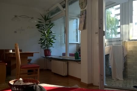 Fully furnished, beautiful flat w/ balcony (4 ro.) - Berlim - Apartamento