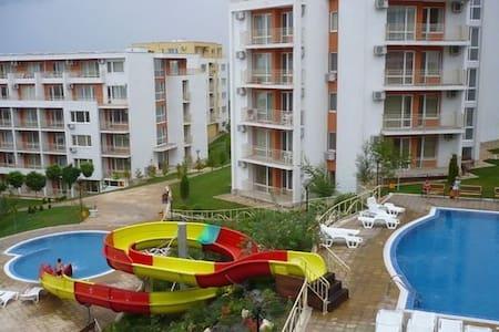 Идеальное место для отдыха с детьми - Sveti Vlas - Квартира