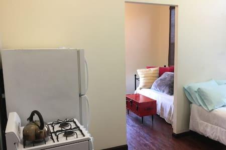 Cozy and Private apartment in OTR - Cincinnati - Apartment - 2