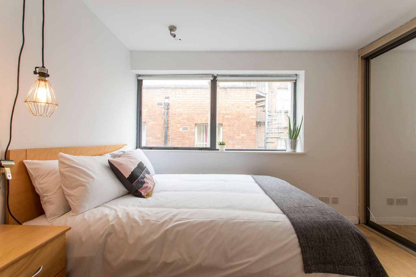 Bright and spacious double room with kings size bed