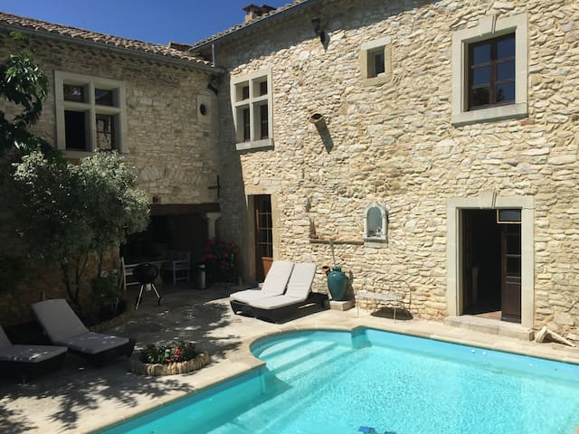AMAZING 5PX BEDROOM WITH POOL ACCESS IN PROVENCE - Saint-Laurent-des-Arbres - Pousada