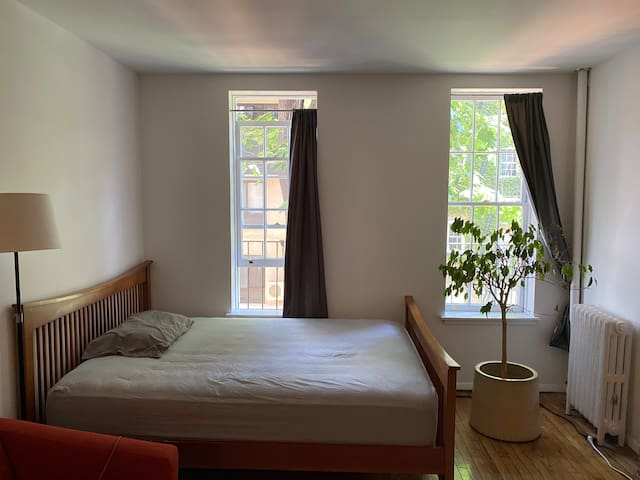 Cozy & Bright One Bedroom, Upper East Side