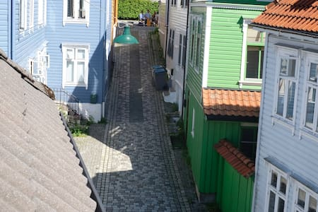 Cozy room w/balcony close to city centre! Room A. - Bergen - Pis