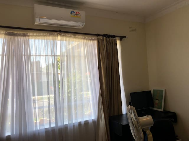 Spacious Room near Melb Airport & Albion Station