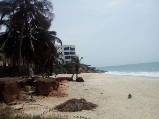 Ayekoo beach gesthouse kokrobite