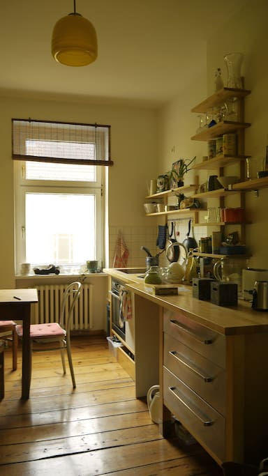A beautiful kitchen to cook your own meals from many amazing food markets around this home.