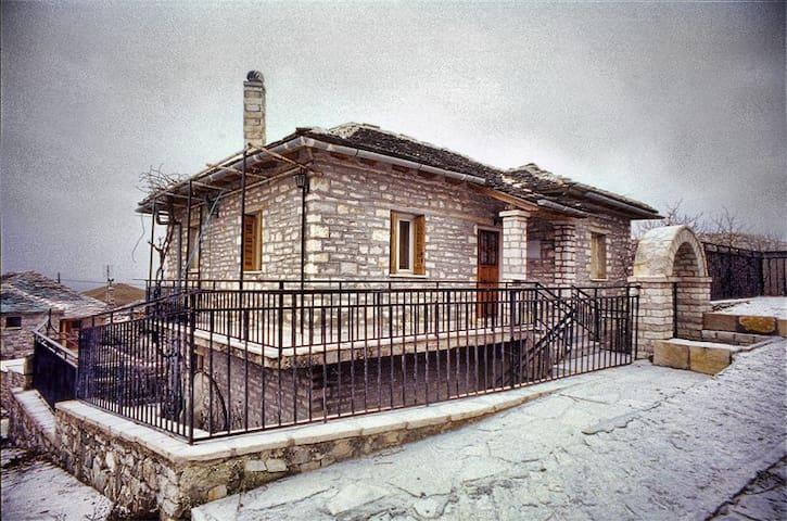 Πέτρινο παραδοσιακό σπίτι  Ζαγόρι - Elafotopos - Rumah