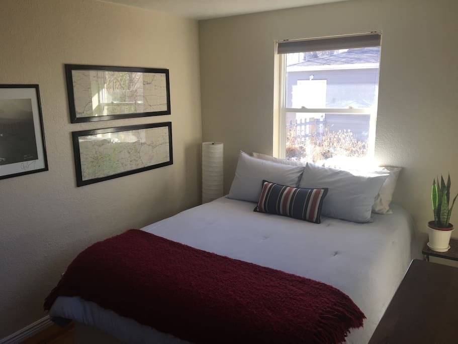 Guest bedroom, view from inside