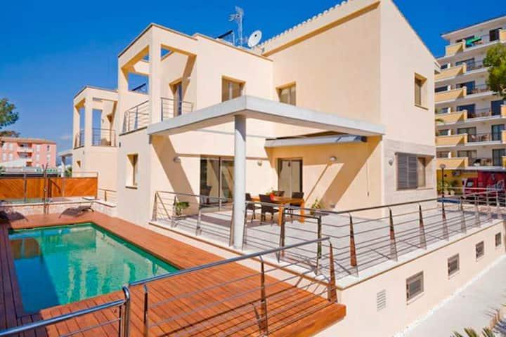 Villa Mediterráneo (35 meters from the beach)