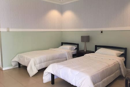 Esmeralda rooms - 2 single beds (Room 2)