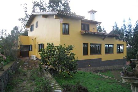 Casa 240 mc 4 habitaciones, garaje, zona tranquila - San Cristóbal de La Laguna