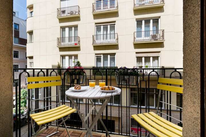 Charming apartment, absolute center, A/C, balcony