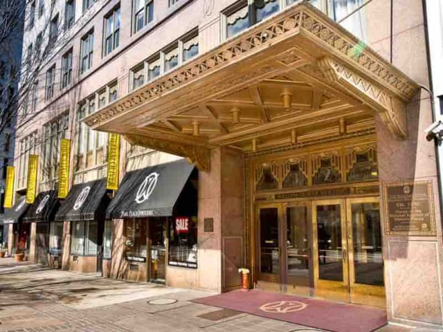 Historic Downtown Art Deco Splendor, Twin Beds