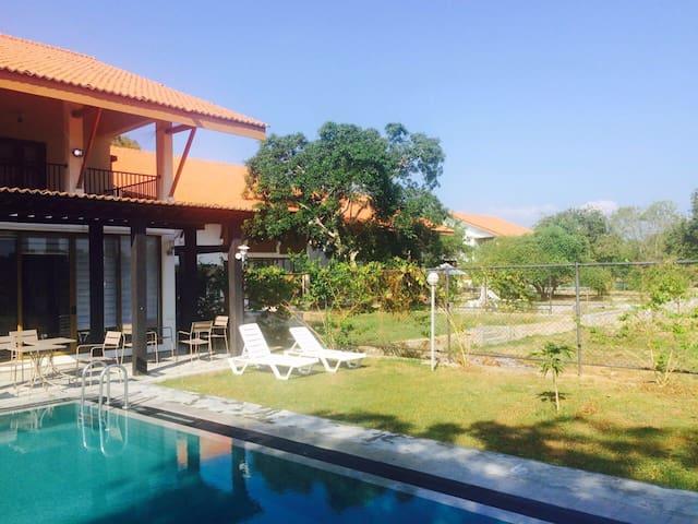 5 modern lake front villas - Thissa - Вилла