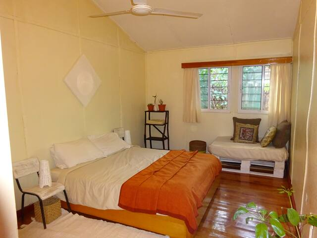 The room you want in a charming wooden cottage - Nairobi - Chatka