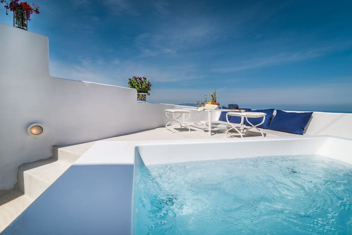 Fava Eco Suites - Petit Suite with Outdoor Private Heated Jacuzzi