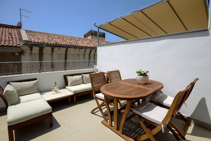Elegant apartment with a terrace in Centro Storico