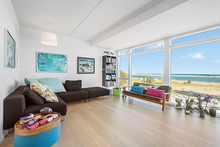Beach apartment close to the city with sea view