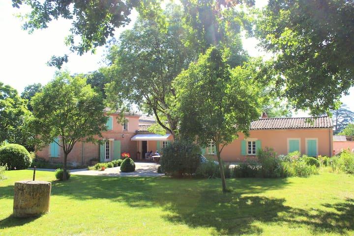 Propriété de charme, partie voyageurs indépendante - Villariès - House