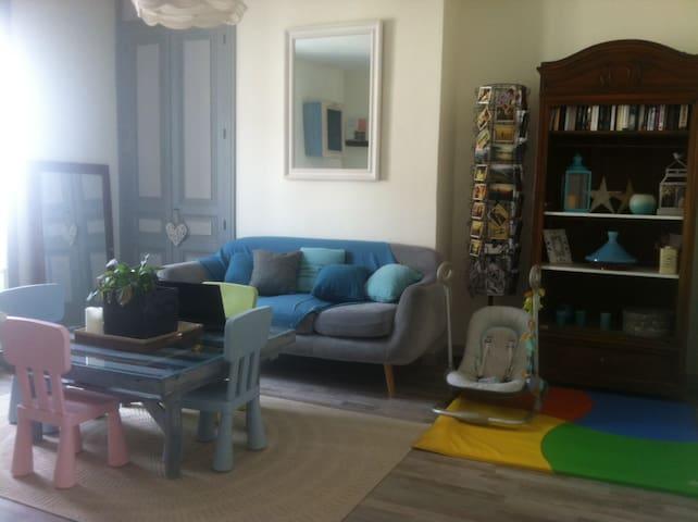 Chambre à louer dans appartement familial