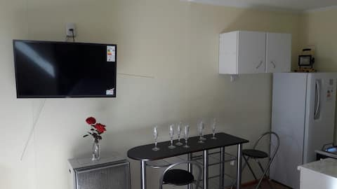 £ Privé-appartement  ALLEEN NACHTEN van  21:30 tot 10: 00 uur