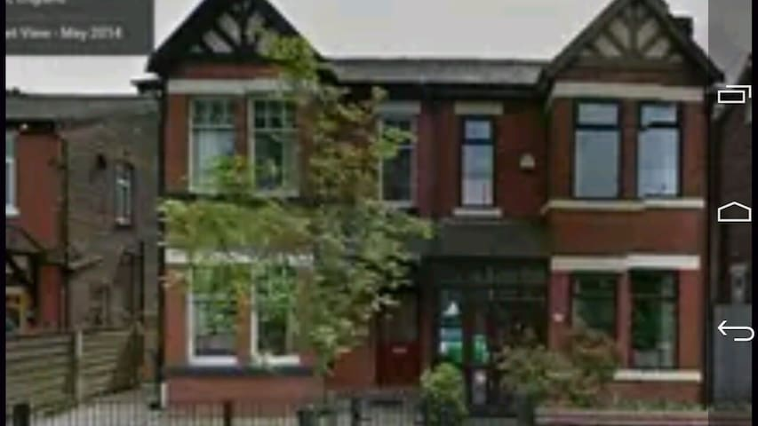 LARGE Single room // Victorian house M9 - Manchester - House