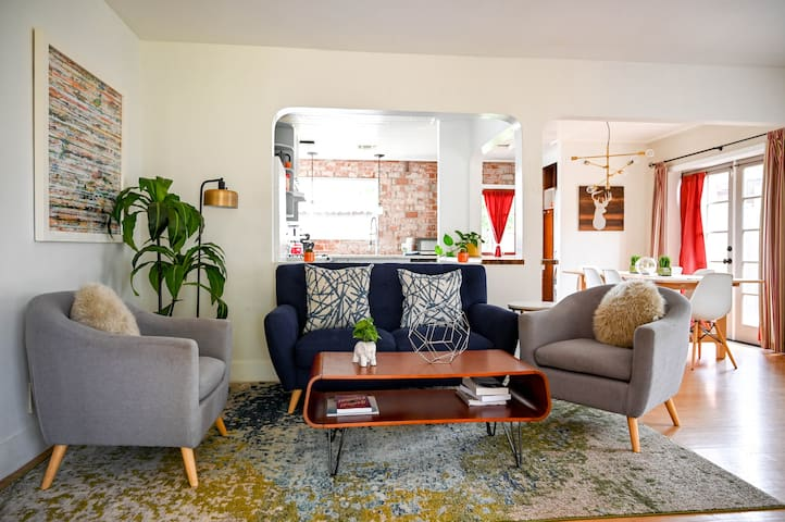 Trendy and comfy 3 bdrm charmer, near Downtown Phx