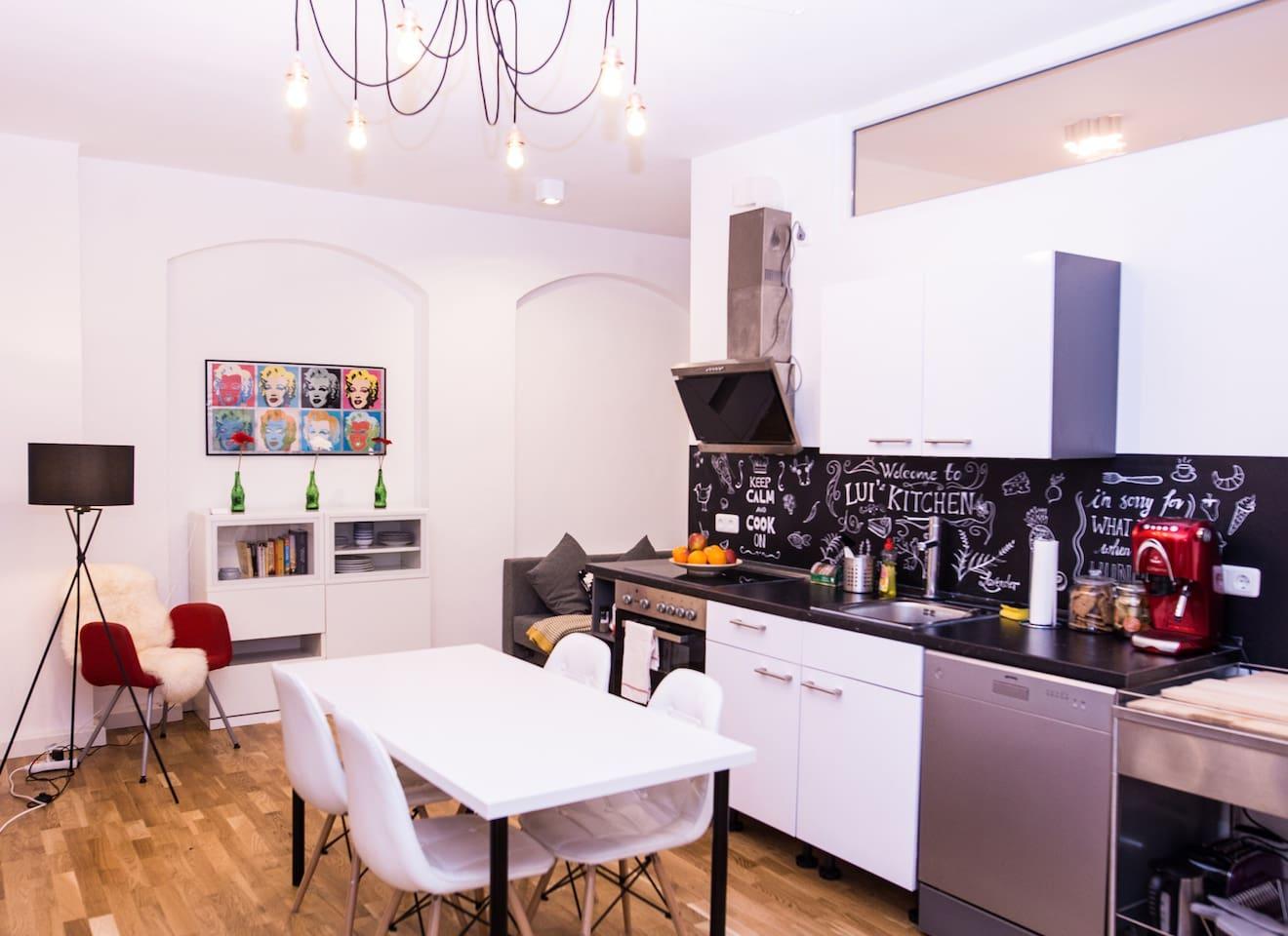 Open, artsy kitchen / Offene Wohnküche