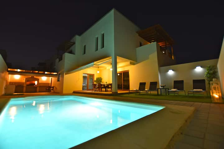 Private Pool. Long term special rates.