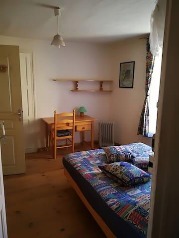 chambre ''ouest'' - lit 140 cms -