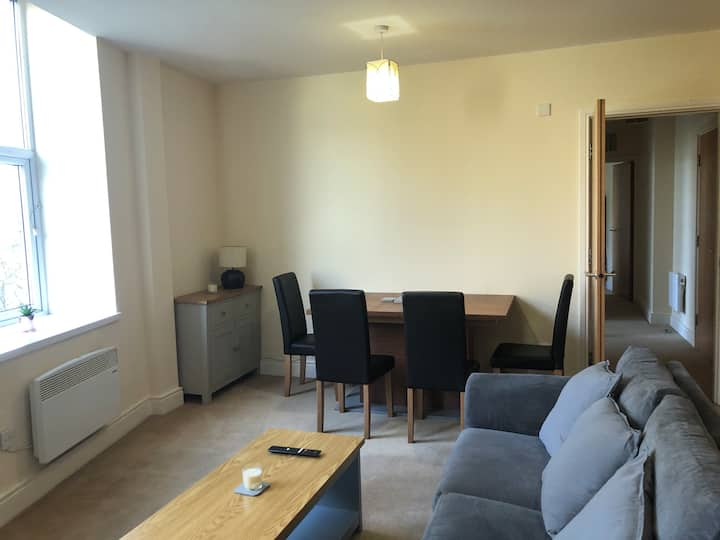 Town centre 2 bed modern apartment