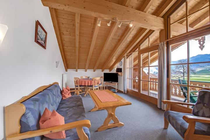"""Charming Apartment """"Hochplatte"""" with Mountain View, Wi-Fi, Balcony"""