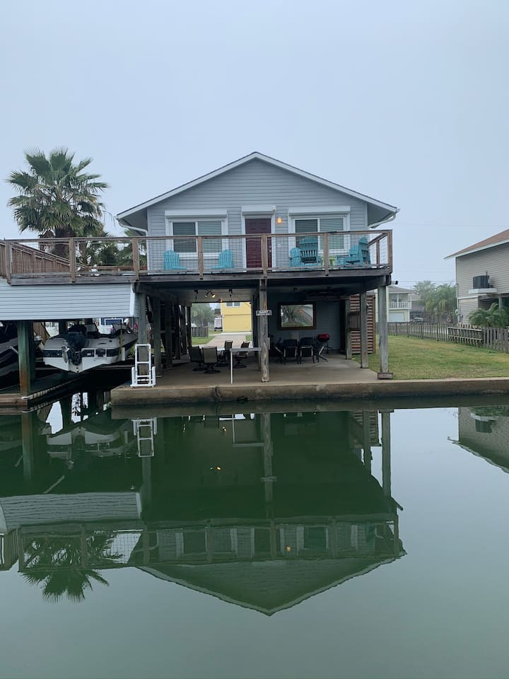 Canal House - Pet Friendly, Fishing, Crabs & More!