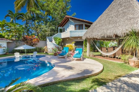Chic 4-bedroom w/pool, beach close. - Sayulita